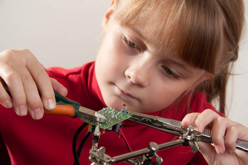 Ребенок с увлечением: он - личность! увлечения детей. как помочь ребенку выбрать хобби?