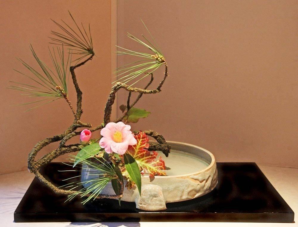 Икебана (63 фото): что это такое? как сделать своими руками? особенности искусства японии, зимние икебаны из искусственных цветов для украшения интерьера