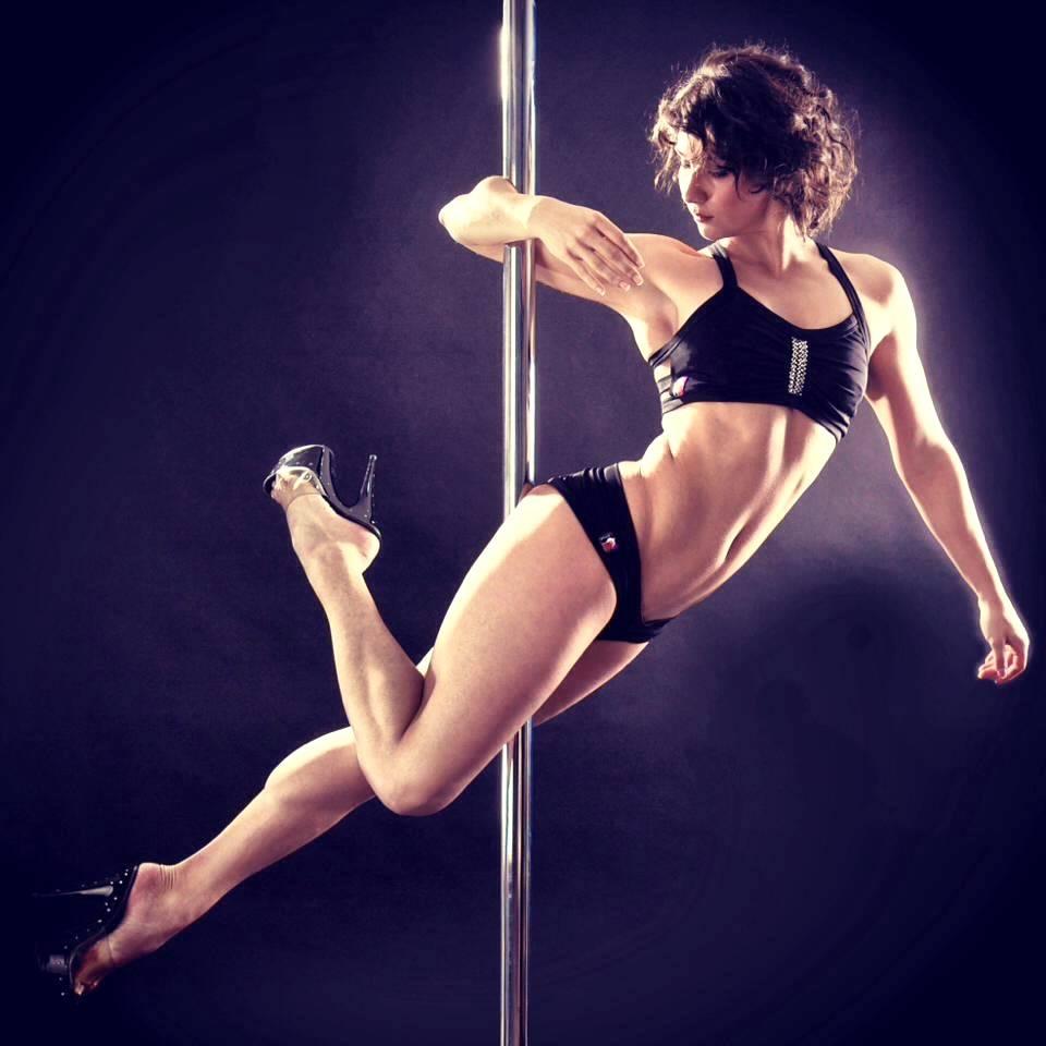 Гимнастика на шесте: танцы на пилоне, полдэнс, трюки, крутки, стрипластика, уроки танцев для новичков