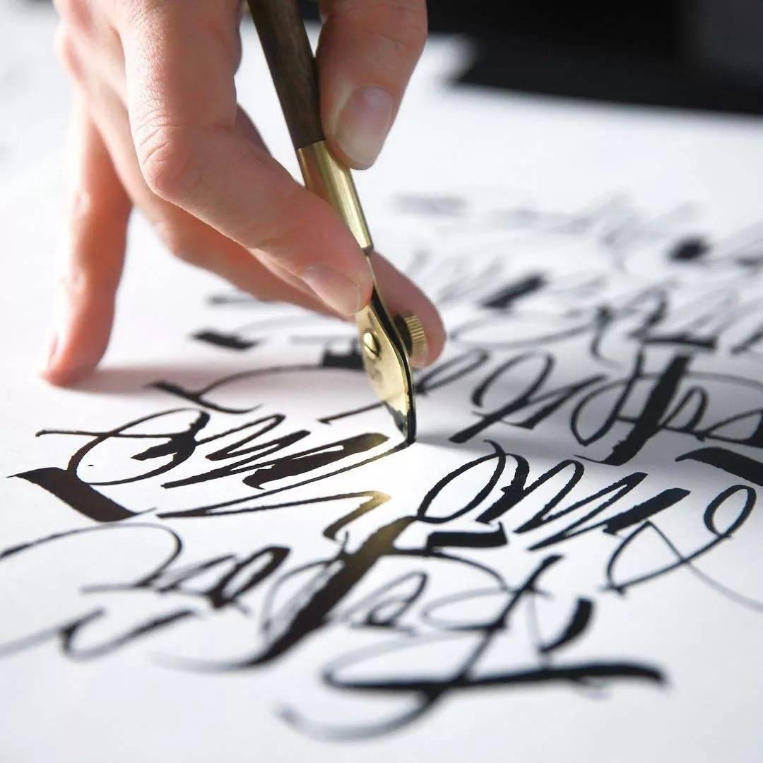 Леттеринг и каллиграфия в чем разница?