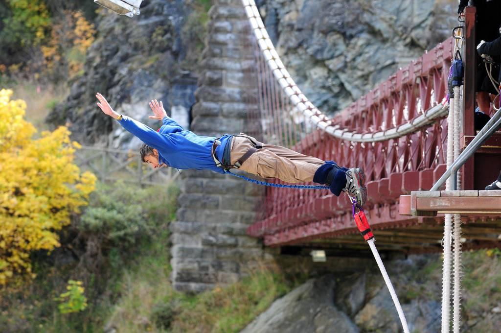 Как прыгнуть банджи джамп (с иллюстрациями) - wikihow