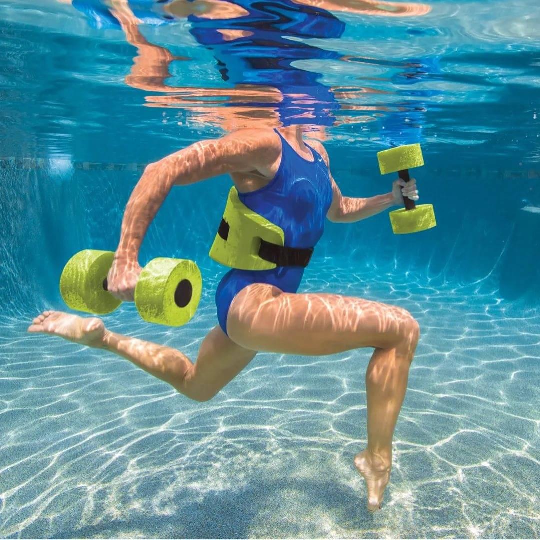 Что дает аквааэробика: польза и противопоказания упражнений для женской фигуры и похудения