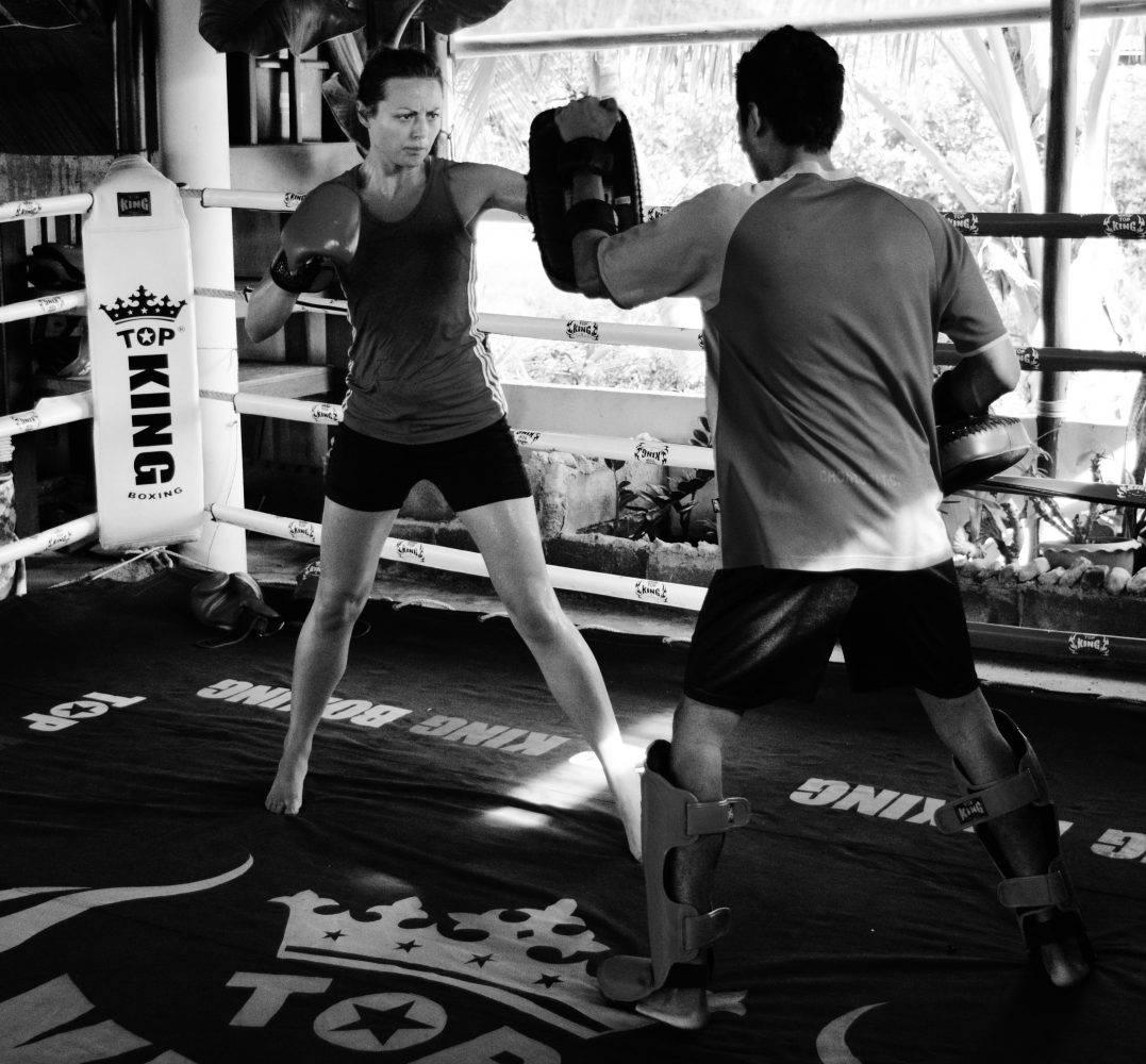 Тайский бокс и муай тай что это: тренировки и правила, подходит ли для девушек и новичков в единоборствах