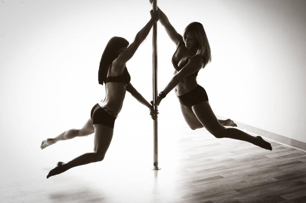 Что дают занятия на пилоне. танцы на пилоне: влияние на фигуру, основные упражнения и советы начинающим